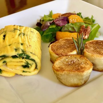 omelette and rolls for breakfast at sweet biscuit inn
